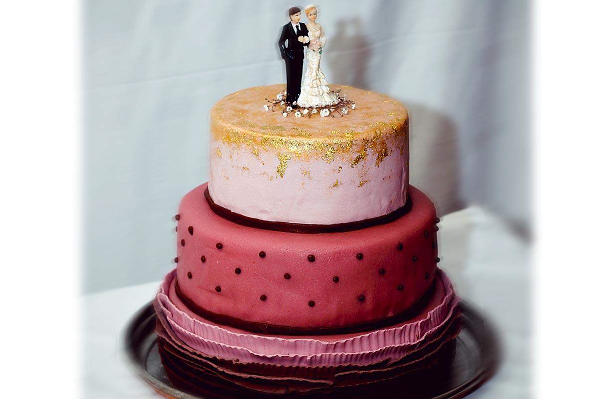 Hochzeitstorte In Altrosa Dreistockig Tortenspitze