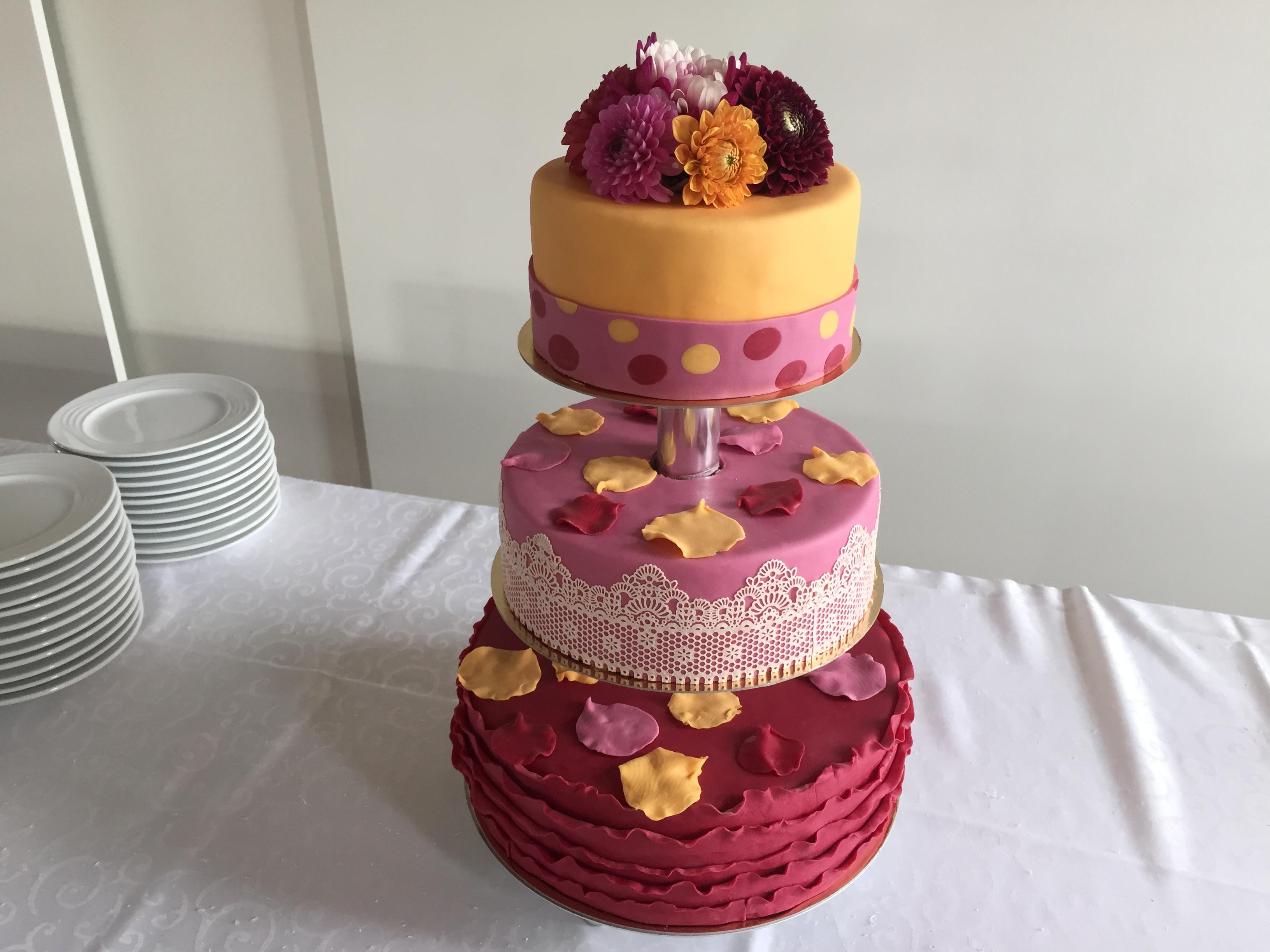 Hochzeitstorte In Spatsommerlichen Farben Tortenspitze
